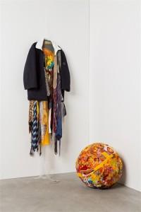 Il vestito del migrante, un'installazione dell'artista Afran realizzata per la mostra Abiti da Lavoro, alla Triennale di Milano